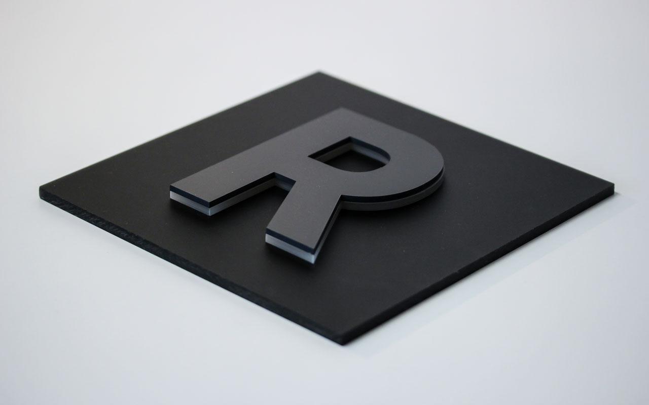 kl_plex-black-onplexmatt4_1280